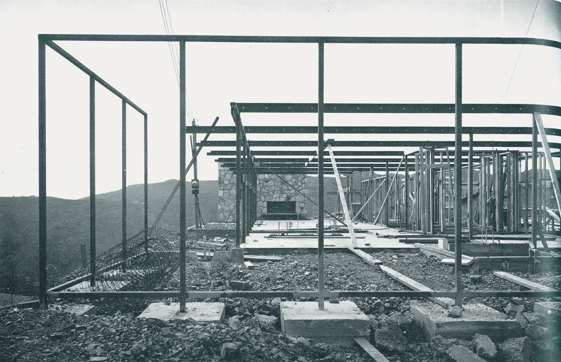 Construction of the steel frame in Craig Ellwood's house #16 (1951) as published in _Arts and Architecture_.