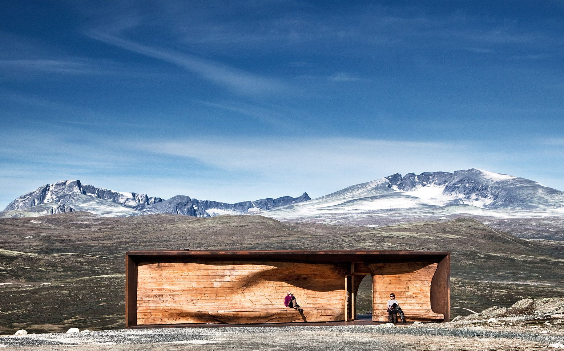 Tverrfjellet reindeer Pavilion, Dovre. Snøhetta, 2011. An inspiration for the forms of Maggie's Aberdeen. Photo: Ketil Jacobsen.